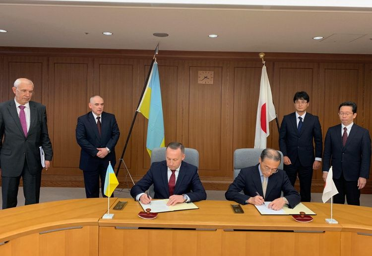 In October 2018, Ukraine and Japan signed a memorandum on cooperation and exchanges in the field of defense