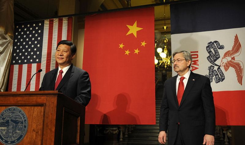 A meeting of Xi Jinping and Terry Branstad in 2012