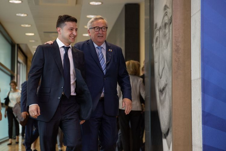 The President of Ukraine V. Zelenskyi with the President of the European Commission J.-K. Juncker in Brussels on June 4, 2019