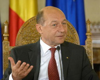 Romanian President Traian Basescu, who visited Moldova, was asked to continue his political career there. The suggestion   was  made by the Mayor of Chisinau Dorin Chirtoaca