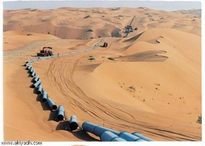 Saudi Arabia, the construction of an oil pipeline in the desert